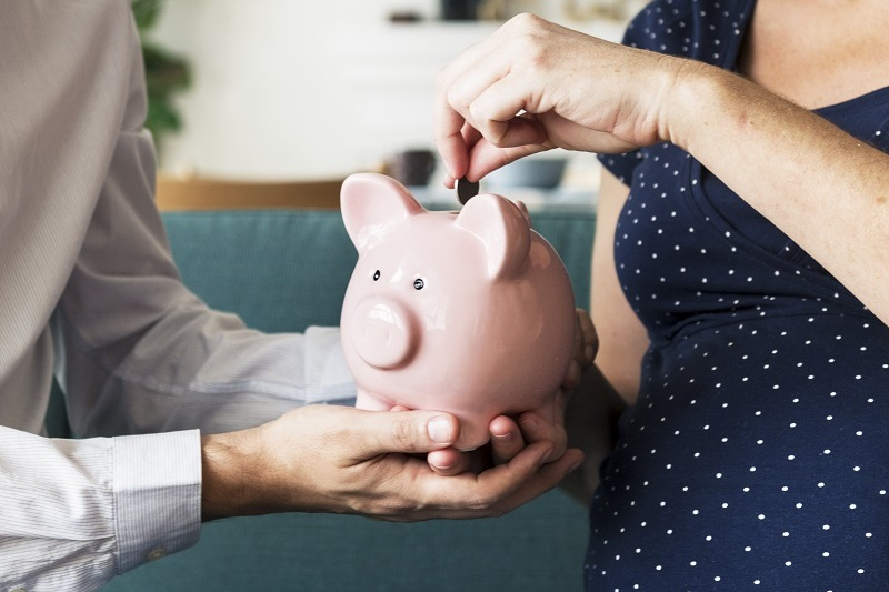 couple-saving-money-with-heat-pump